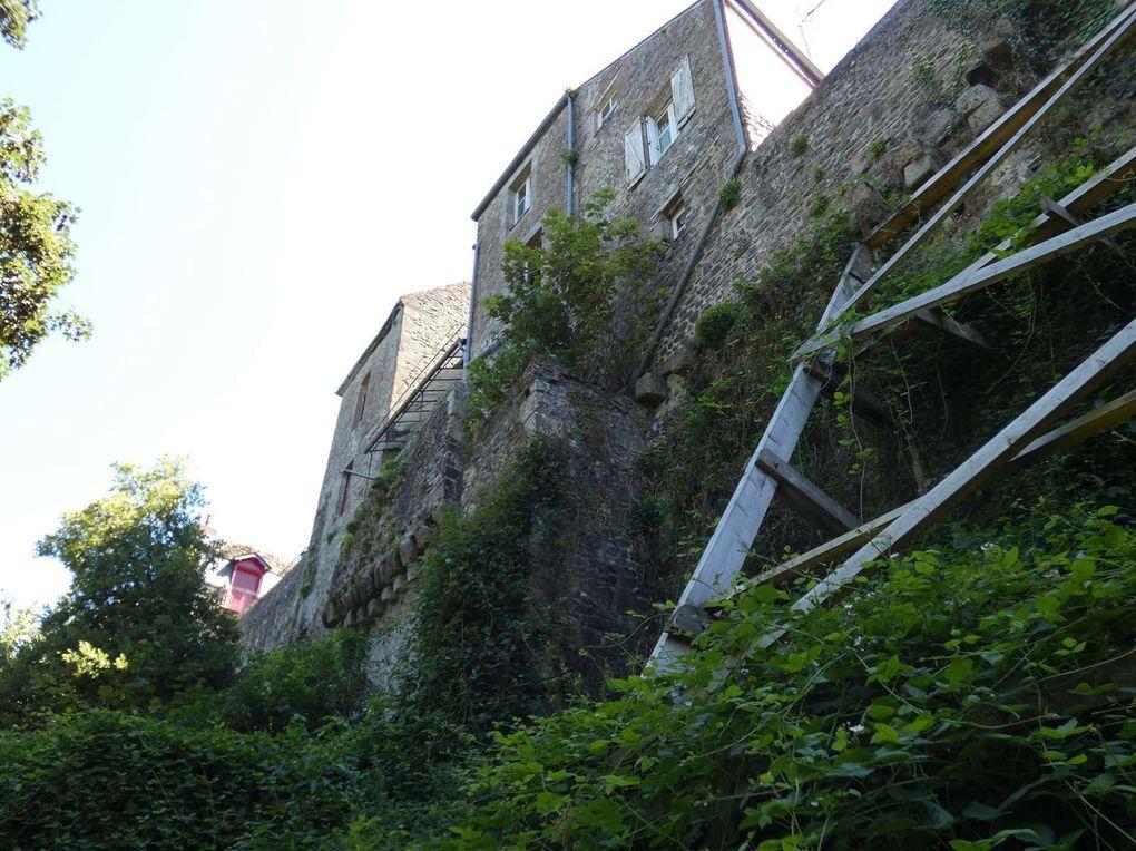 Fougères : balade entre jardins et vieilles pierres