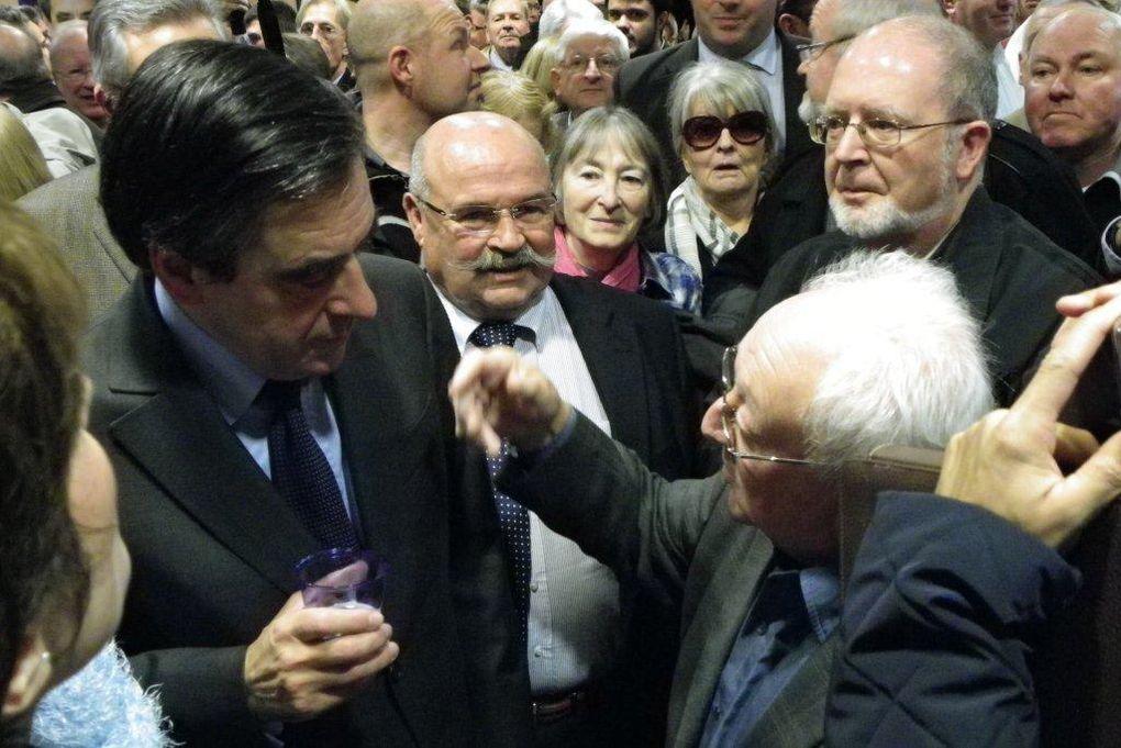 « La situation de la France exige le rassemblement de toutes les forces de la droite et du centre. Je suis donc candidat à la présidence de l'UMP. En toute fidélité, en toute fraternité, comme un militant parmi les militants. François FILLON