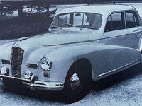 Il est intéressant d'observer comment le style de carrosserie  typique de la fin des années 30 n'évolue peu dans l'après-guerre et que son évolution la plus marquée n'est apparente qu'avec le modèle Randonnée sorti en 1951. Mais le bon est considérable 2 ans plus tard avec la 2300 coupé sport.