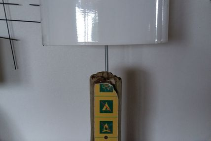 Poteau d'interdiction en bois flotté