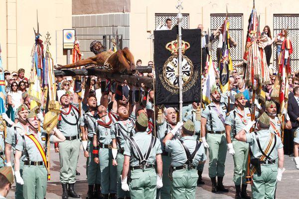 l'image du jour: malaga - La Legión completa su desembarco y traslado del Cristo de Mena