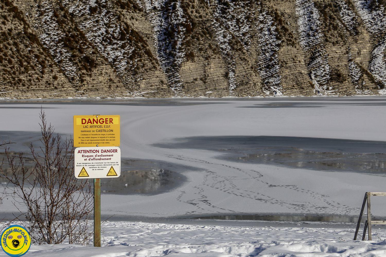 St André les Alpes  :  lac de Castillon sous la neige et la fraicheur hivernale