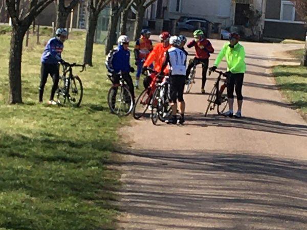 """Première pour le mois de mars avec plus de vingt cyclistes au RDV !! Direction Vaucouleurs pour le groupe""""2""""..."""