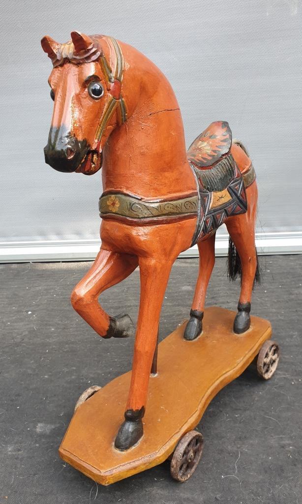 Cheval polychrome surroulettesvintage - 120 euros