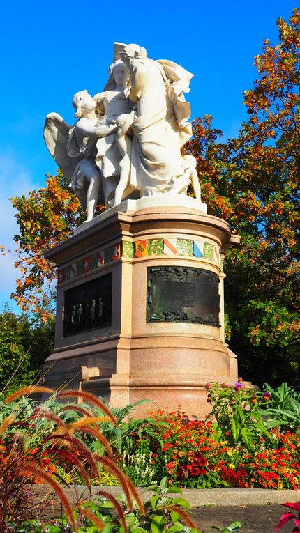 Strassburger Denkmal (statue), Cathédrale, Rheinsrpung (rue)