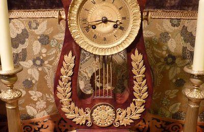 Pendule Lyre, acajou et bronze doré, époque Restauration