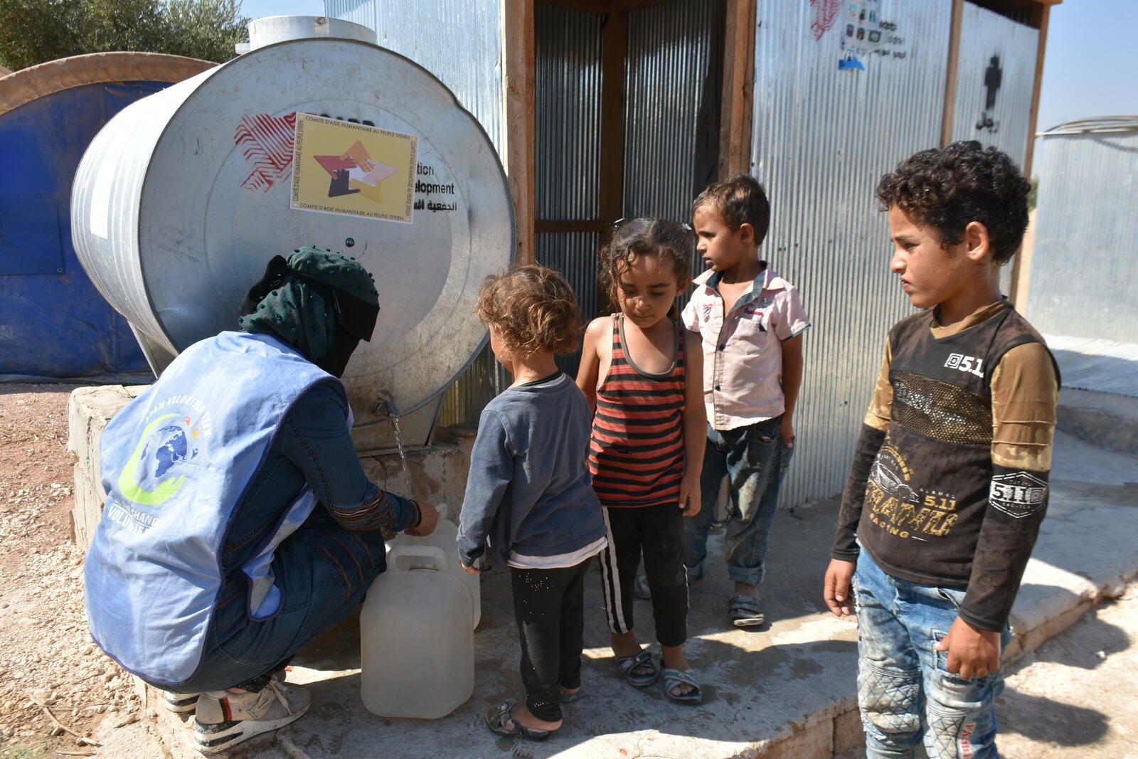 Distribution d'eau potable dans les camps de déplacés d'Alep-Idlib : campagne d'été 2021