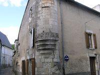 A l'angle des rues Carnot et Franklin, le Logis du Musicien avec son échauguette et sa porte aveugle surmontée de la magnifique arcade Renaissance...
