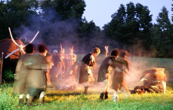 Une reconstitution pré-historique par Marie de Berry et un film : 10.000 BC