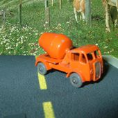 MB26-a. ERF CAMION BETONNIERE ORANGE - car-collector.net