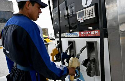 El gobierno Moreno busca mejorar la economía del país a través del precio de la gasolina
