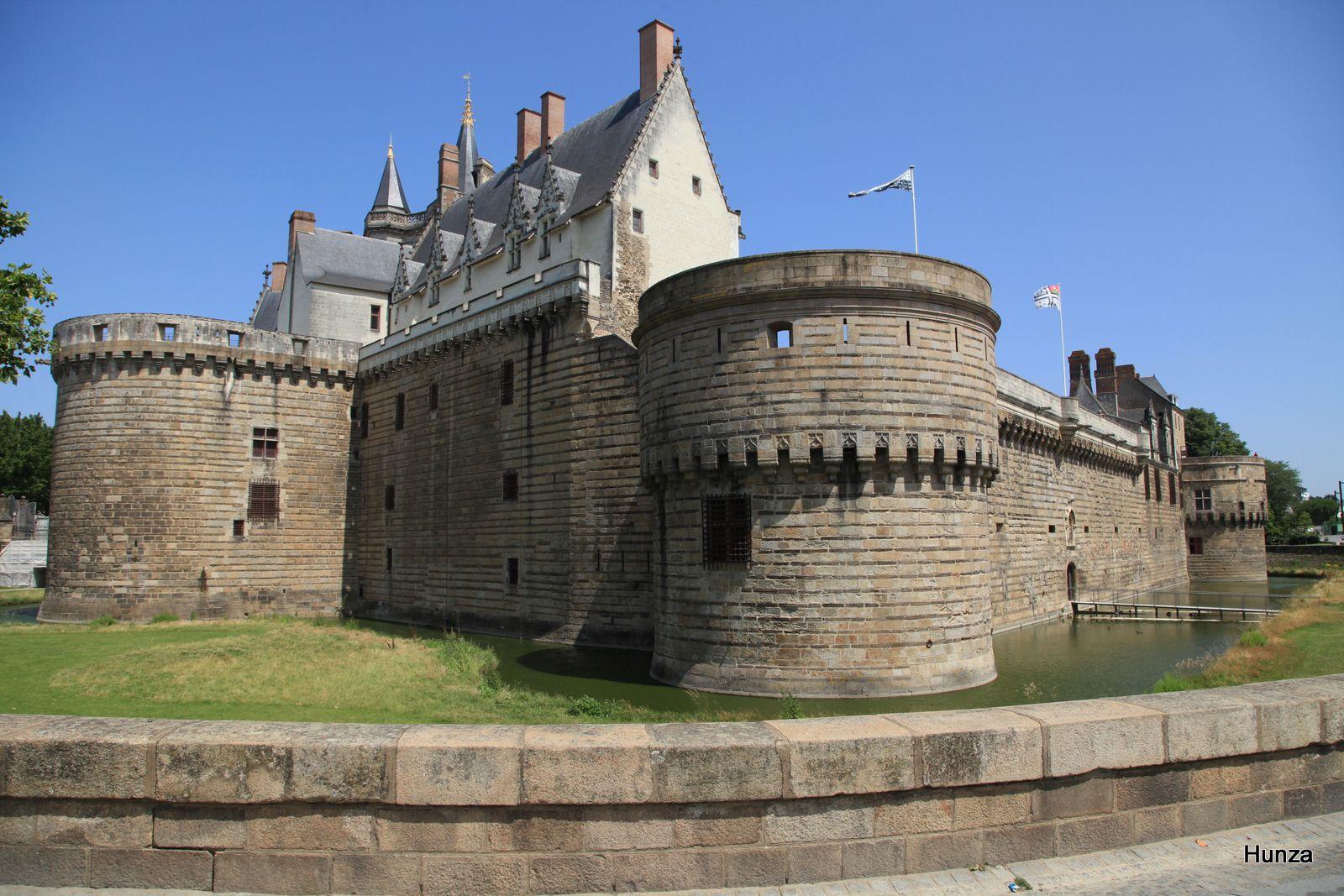 Château des ducs de Bretagne : la tour du Port et, en arrière-plan, le Grand Logis