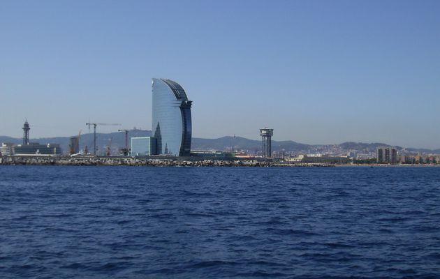 Barcellona vista dal catamarano