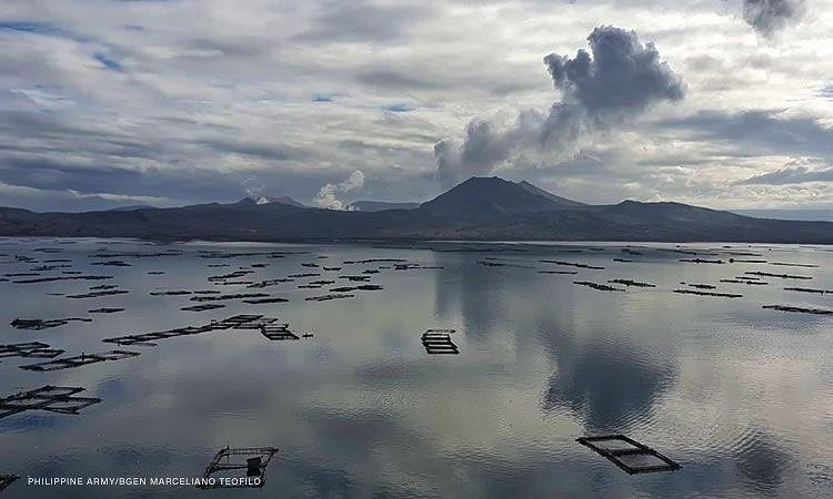 Taal - plume of 05.17.2021 - photo CNNPH Philippines Army - Marcello Teofilo