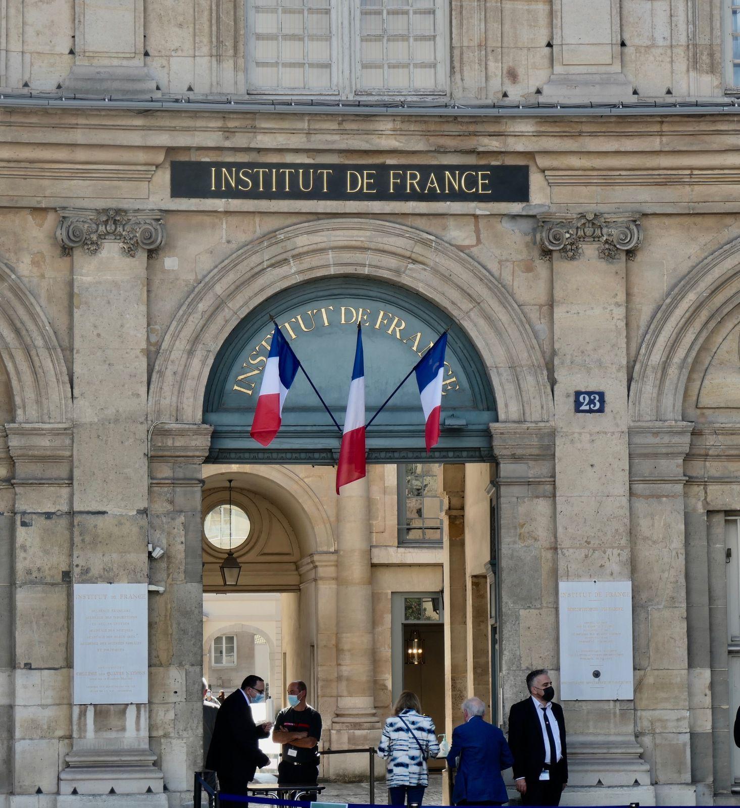 Entrée dans la bibliothèque Mazarine