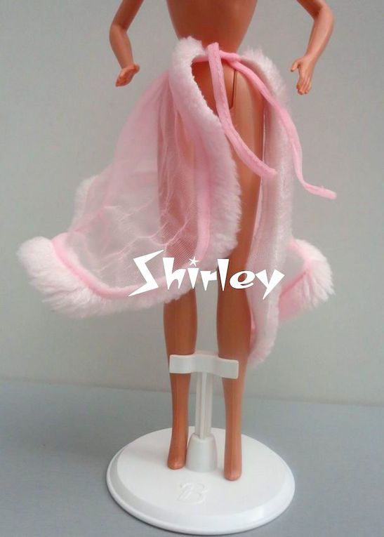 """PINK AND PRETTY"" BARBIE DOLL CLOTHES 1981 MATTEL #3551"