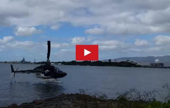 VIDEO - un hélicoptère chute de 20m dans le port de Pearl-Harbor