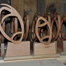 Les grands et petites trophées en bois