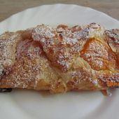 Feuilletés aux abricots et à la crème d'amandes - Recette en vidéo - www.sucreetepices.com