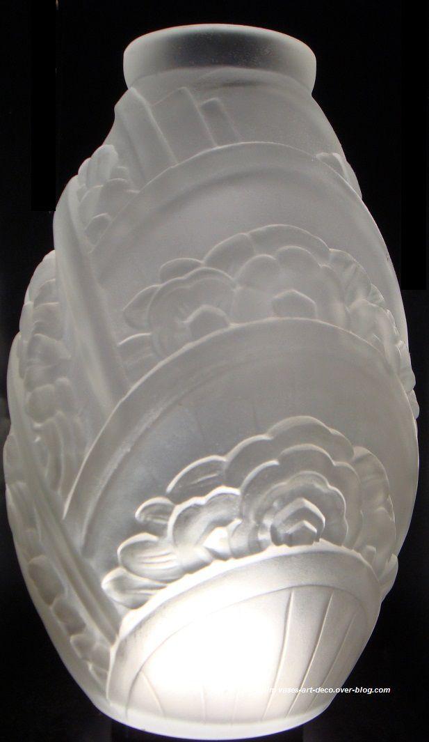 "Vase ovoïde ""Arcs Fleuris"" blanc satiné"