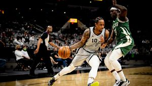 Les Spurs écrasent les Bucks de Milwaukee