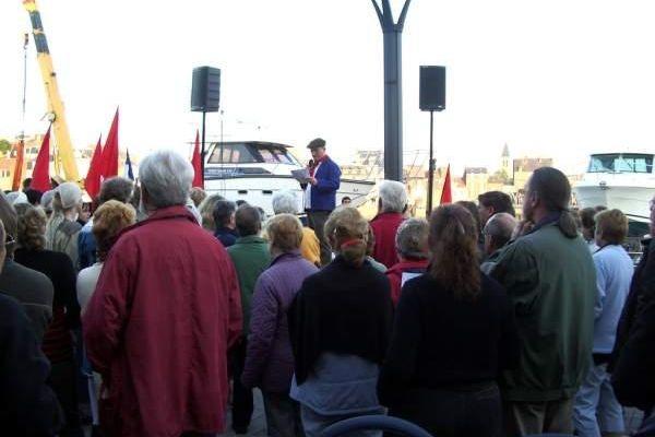 Plus de 300 personnes en visite historique et festive, le 3 juin 2006, à Dieppe