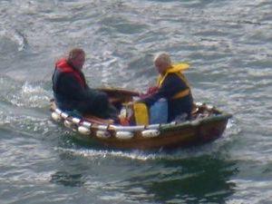 Il faut avoir un flegme anglais pour naviguer dans ce bateau.
