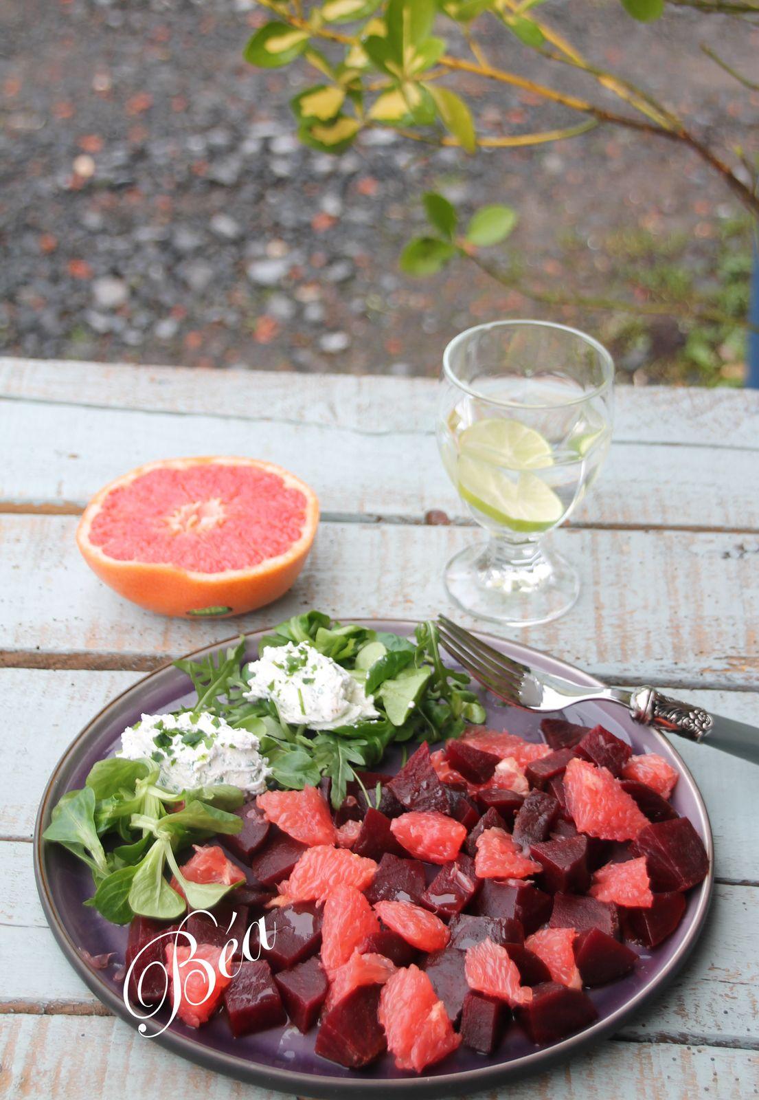 Salade de betteraves rouges, pamplemousse et chèvre frais