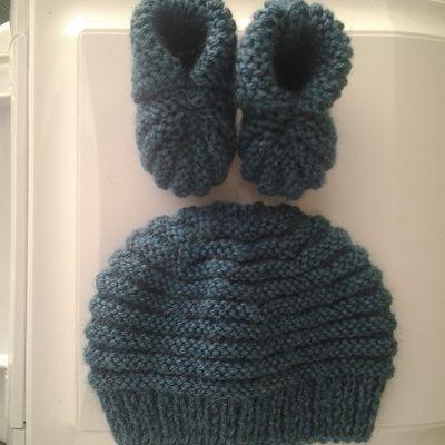 Ensemble bonnet-chaussons bleu pétrole 0-3 mois