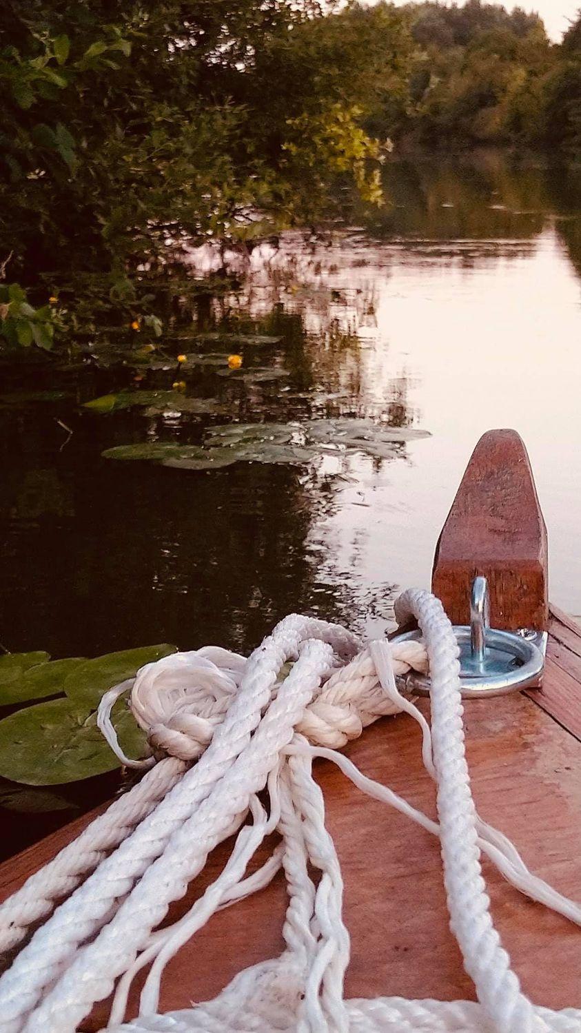 """""""La vie, c'est une barque dans l'herbe du matin."""" François Bott"""