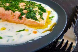 Filet de saumon sauce yaourt et tabasco