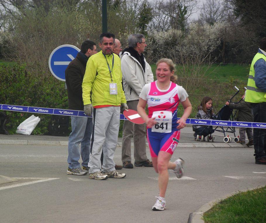 Semi marathon et 7 km, le 20 mars 11.Première compétition pour le R2C en marche nordique sur 7 km et ...bon anniversaire Stéphanie !