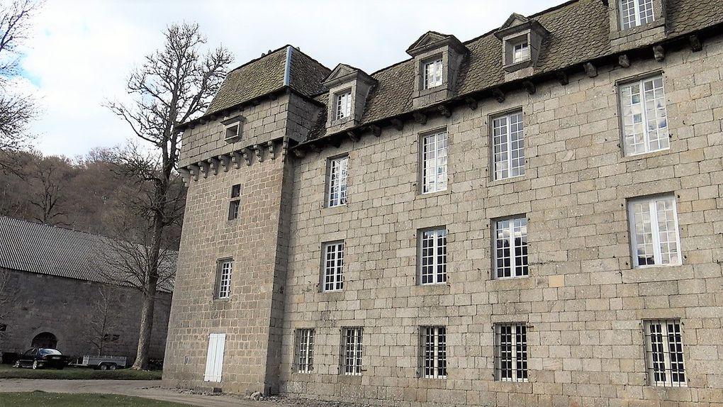 Le Château de la Baume et son architecture à la fois sobre et massive