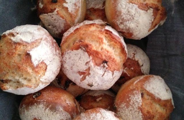 Boule de pain aux raisins sans pétrissage