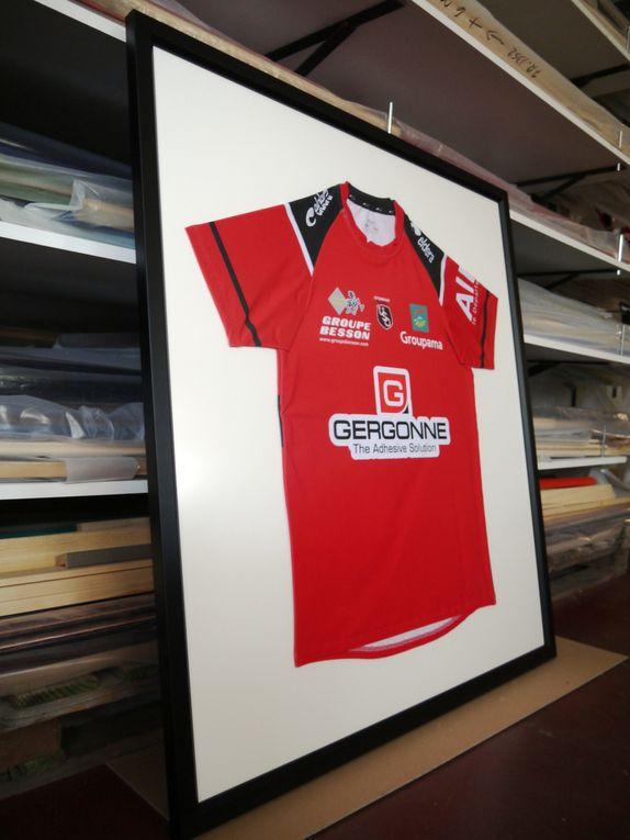 Quelques Tshirts et maillots encadrés par l'Atelier