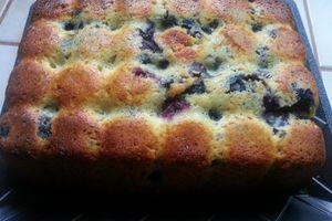 CAKE MOELLEUX AUX MYRTILLES ET CHOCOLAT BLANC