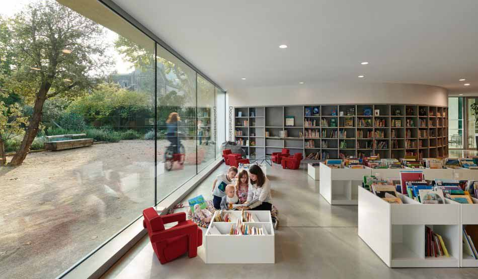 MEDIA LIBRARY AND PARK IN PÉLISSANNE by DOMINIQUE COULON & ASSOCIÉS