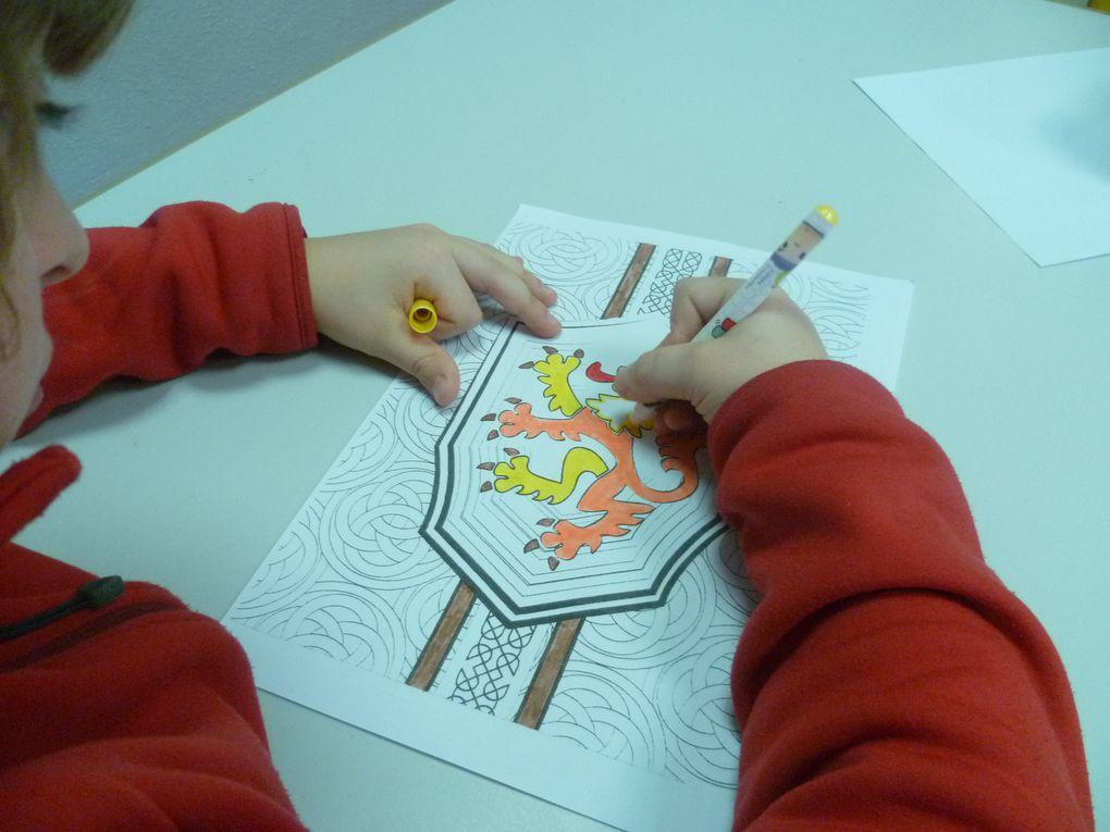 cycle 3 amusart: créations et jeux sur le thème du moyen age (tours en papier médiévales, contes à inventer, décoration de blasons, customiser un pikatchou, ...