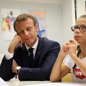"""À Laval, Macron cherche une respiration malgré """"la fébrilité de la rentrée"""""""