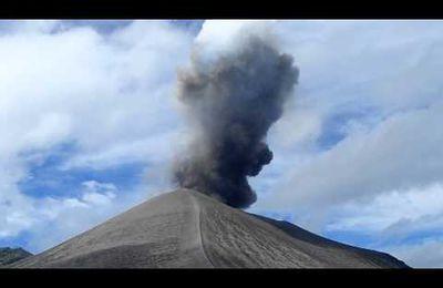Vanuatu : Ile de Tanna : volcan Yasur