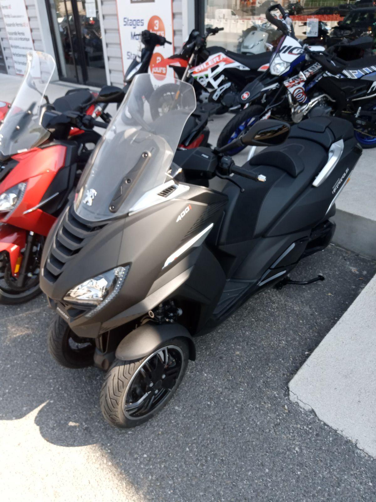 nouveau scooter 3 roues marque peugeot chez motostore30