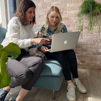 """Franche-Comté : Deux amies, Manon Baudoz et Elise Clerc, créent le jeu : """"Jeu m'auto-coache"""""""