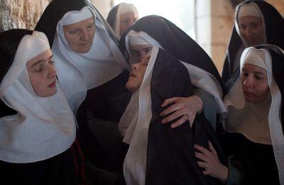 Un bébé sort brusquement du ventre d'une religieuse au Vatican!