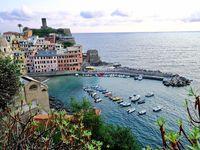 Une vue du port et du haut du village.....l'équilibre parfait, un ensemble dénué de tout égo, la simplicité devient beauté....