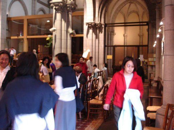 Thánh lễ nhậm chức linh mục tại nhà thờ Hippolyte quận 13 Paris.  Nói đến nhà thờ Saint- Hippolyte ở paris 13 thì người Việt Nam nào cũng biết vì nơi đây thường xuyên có những buổi họp mặt của cá