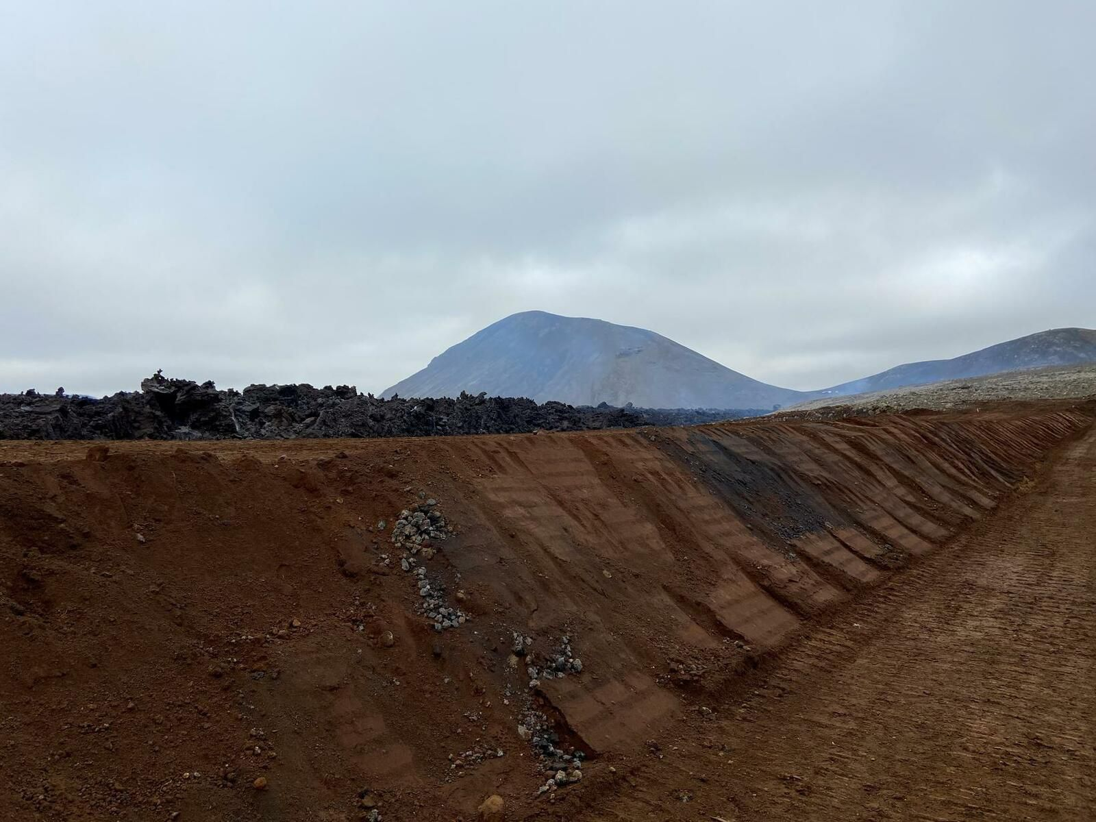 Fagradalsfjall eruption - 21.05.2021- the level of the lava at the level of the dam suggests the rest - photo mbl.is - Unnur Freyja