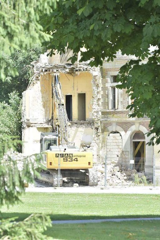Le château de Lagny-le-Sec a été rasé par souci économique (les photos de la honte)