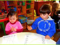 Deux ateliers de mathématiques, et l'atelier des prénoms.