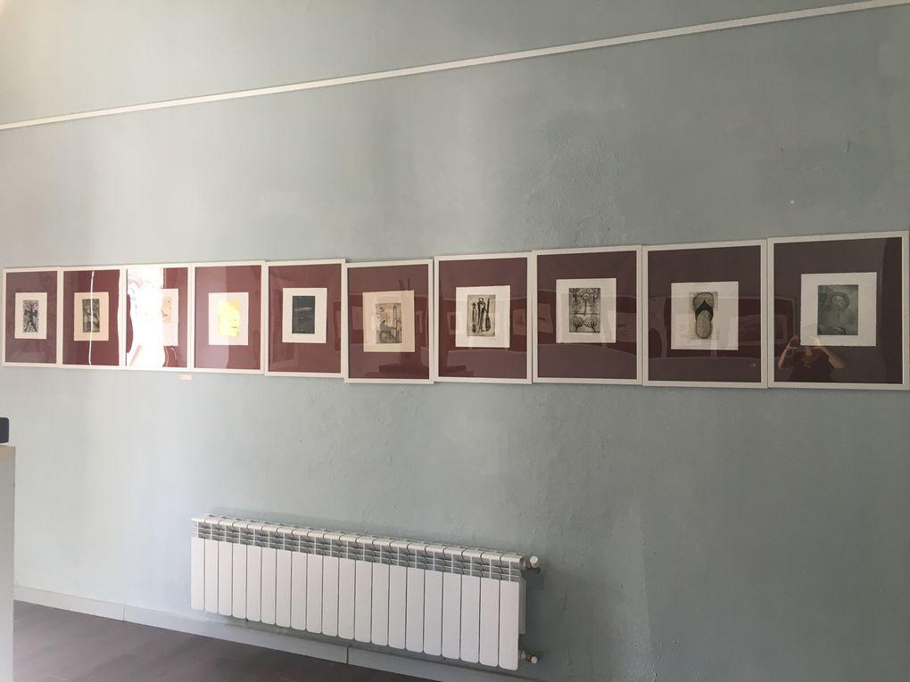 Salle des gravures, avec Florence Normier sculpture (France), Léa Rive (France), Anna Plavinskaïa (USA), Marin King (Australie), AK Douglas (Inde), Jean-Charles Millepied (France) et l'ensemble  des oeuvres produites pendant le symposium de Parivarthan initié par le musée de Patna sous la direction de Yusuf Bohpalen (curateur AK Douglas) en  Inde
