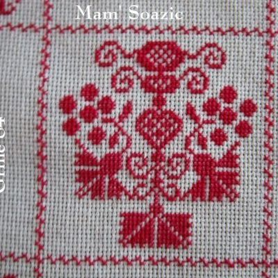 SAL : Plaid Broderie Rouge... Grille 84 / K5